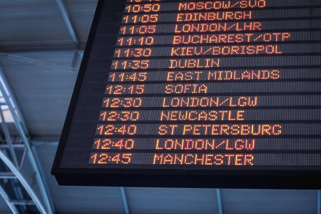 Cambiar dinero en el aeropuerto (Jeshoots Unsplash)