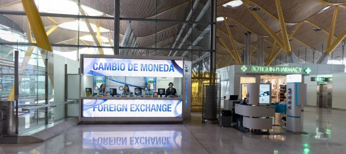 Oficina de cambio Global Exchange T4 junto a la farmacia
